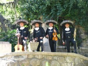 buscas mariachis?? 02-7279788
