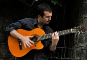 guitarrista se ofrece para acompañar musicalmente almuerzos y eventos.
